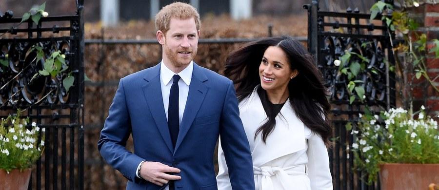 Ślub księcia Harry'ego i Meghan Markle odbędzie się maju przyszłego roku w kaplicy św. Jerzego na zamku w Windsorze – potwierdził reprezentujący narzeczonych rzecznik Pałacu Kensington.