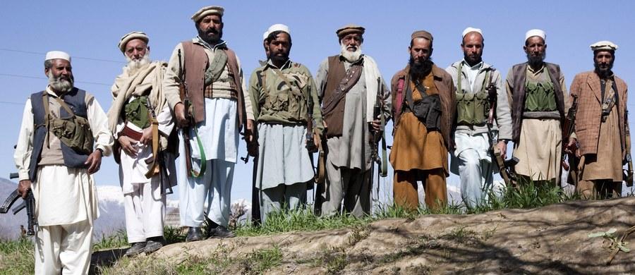 Pakistańskie służby zatrzymały co najmniej dziewięć osób w związku z zabójstwem pary w Karaczi. Mężczyzna i kobieta wzięli ślub bez pozwolenia swoich rodzin, co rozzłościło ich plemienników.