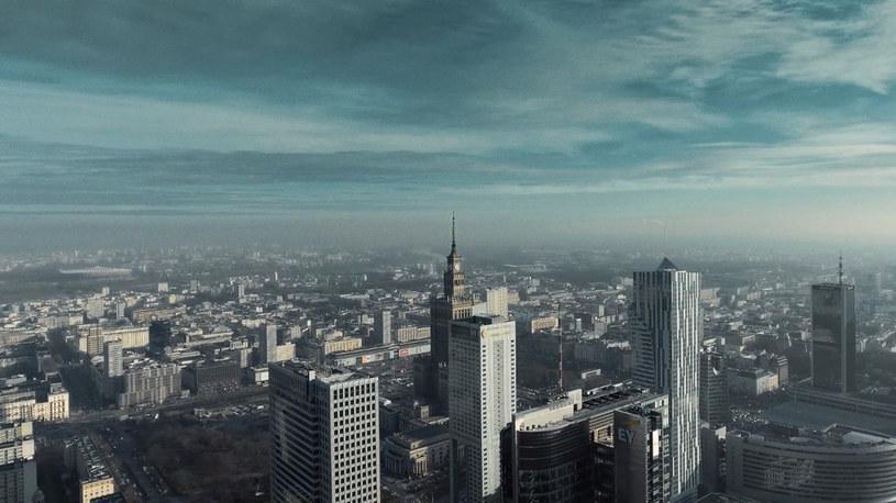 """Sokół rapujący tekst Muńka Staszczyka - zobaczcie nową wersję """"Warszawy"""" z repertuaru grupy T.Love."""