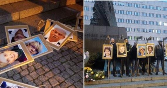 Prokuratura wszczęła śledztwo w sprawie sobotniej manifestacji narodowców w Katowicach. Uczestnicy demonstracji powiesili na symbolicznych szubienicach zdjęcia europosłów PO, którzy zagłosowali za rezolucją Parlamentu Europejskiego ws. praworządności w Polsce.