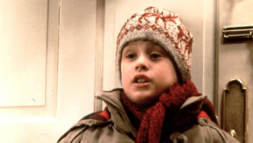 """Dobra informacja dla fanów filmu """"Kevin sam w domu"""". Choć główna antena Polsatu w okresie świątecznym wyemituje sequel - """"Kevin sam w Nowym Jorku"""", to pierwszą część kultowej komedii pokaże Polsat Film."""
