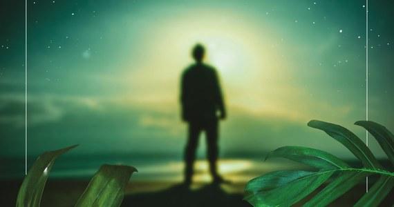 """Filozoficzne rozterki i lęki, spora dawka absurdu oraz szczypta nieordynarnej perwersji – to wszystko znaleźć można w najnowszej książce Andrzeja Przewrockiego. """"Przewrotny przybysz"""" od dzisiaj w księgarniach."""