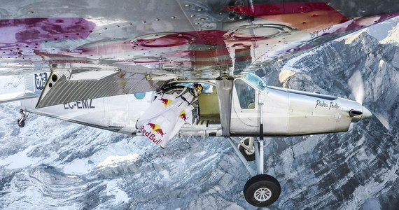 Dwóch francuskich spadochroniarzy Frederic Fugen i Vincent Reffet wykonało nieprawdopodobny skok. Ubrani w kombinezony wingsuit skoczyli z góry Jungfrau w Szwajcarii i wlecieli prosto w otwarte drzwi samolotu. Nagranie tego manewru, które wyświetlono ponad 660 tysięcy razy w ciągu doby, umieszczono na YouTube.
