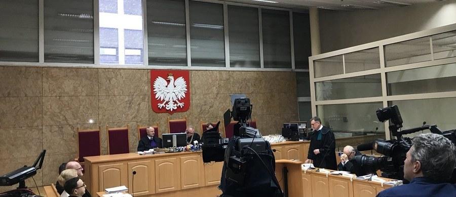 Przeniesienie sprawy do innego sądu przyjmę z satysfakcją; dzięki temu nie będzie pretekstu do kłamstwa, jakim jest wiązanie toczącego się procesu ze zmianami personalnymi w krakowskim sądzie - powiedziała PAP Krystyna Kornicka-Ziobro, odnosząc się do decyzji krakowskiego Sądu Okręgowego. Sąd ten postanowił w czwartek, że wystąpi do SN z wnioskiem o przeniesienie rozpatrzenia apelacji ws. lekarzy, którzy leczyli Jerzego Ziobrę, ojca ministra sprawiedliwości, do innego równorzędnego sądu.