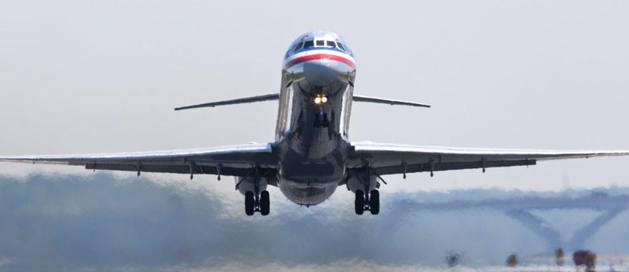 Piloci American Airlines byli mile zaskoczeni, kiedy pracodawca przyznał im urlopy wypoczynkowe w okresie świąt Bożego Narodzenia. Szybko okazało się, że był to błąd w systemie komputerowym. Konsekwencją mogłoby być odwołanie nawet 15 tysięcy lotów.