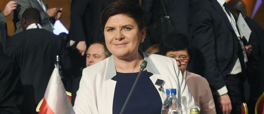 """Od ujawnienia przez prawnika Fundacji Helsińskiej materiałów śledztwa w sprawie niepublikowania w ub. roku wyroków Trybunału Konstytucyjnego jasne jest, że decyzję w tej sprawie podjęła pani premier. Autorką koncepcji """"to nie jest wyrok"""" nie jest jednak Beata Szydło, ale szefowa RCL, Jolanta Rusiniak, która podsunęła jej ten pomysł. """"Pani premier podzieliła moje stanowisko"""" - zeznała w śledztwie Jolanta Rusiniak."""