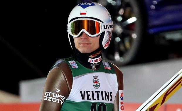 Kamil Stoch uzyskał 131 m, co dało mu piąte, najlepsze wśród Polaków, miejsce w kwalifikacjach do sobotnich zawodów Pucharu Świata w skokach narciarskich w Niżnym Tagile. W sumie awansowało sześciu biało-czerwonych. Wygrał Niemiec Markus Eisenbichler - 133,5 m.