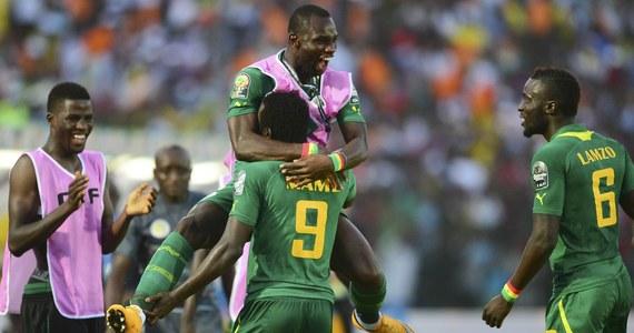 """""""Senegalskie lwy zmierzą się z Polską"""" - obwieszcza senegalski portal """"Le Soleil"""". Tamtejsze media podkreślają, że mecz z biało-czerwonymi będzie dla nich chrztem bojowym. Komentatorzy z Dakaru mają nadzieję, że senegalska drużyna dojdzie przynajmniej do ćwierćfinału. Francuscy eksperci nie wykluczają, że może się tak stać, choć polska drużyna jest zdecydowanie silniejsza."""