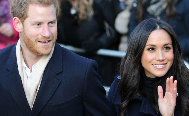 Amerykańska aktorka Meghan Markle wystąpiła po raz pierwszy publicznie jako partnerka piątego w linii do brytyjskiego tronu księcia Harry'ego. Para, która w poniedziałek ogłosiła swoje zaręczyny, spotkała się z mieszkańcami Nottingham.