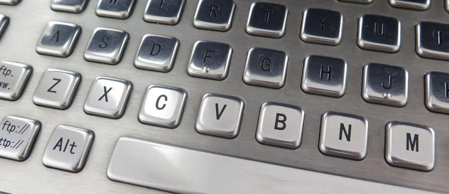Brytyjski rząd zakazał departamentom rządowym odpowiedzialnym za bezpieczeństwo narodowe używania w ich systemach informatycznych rosyjskiego oprogramowania antywirusowego firmy Kaspersky Lab - podał w piątek Reuters. W ostrzeżeniu skierowanym do rządowych jednostek wydanym przez Narodowe Centrum Cyberbezpieczeństwa (NCSC) podkreśla się fakt, iż oprogramowanie może być wykorzystywane przez rosyjski rząd.