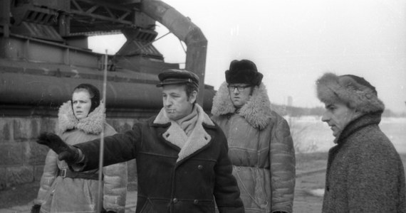 """W wieku 82 lat zmarł operator filmowy Maciej Kijowski, autor zdjęć do ponad 50 filmów i seriali m.in. """"Komedii małżeńskiej"""", """"Diabła"""", """"Dwóch ludzi z szafą"""" czy """"Plebanii"""". Urodził się 1 stycznia 1935 r. w Bereźnie (teraz Białoruś). Studia na Wydziale Operatorskim w Szkole Filmowej w Łodzi ukończył w 1959 r. Wtedy stworzył zdjęcia m.in. do legendarnej etiudy Romana Polańskiego - """"Dwóch ludzi z szafą""""."""