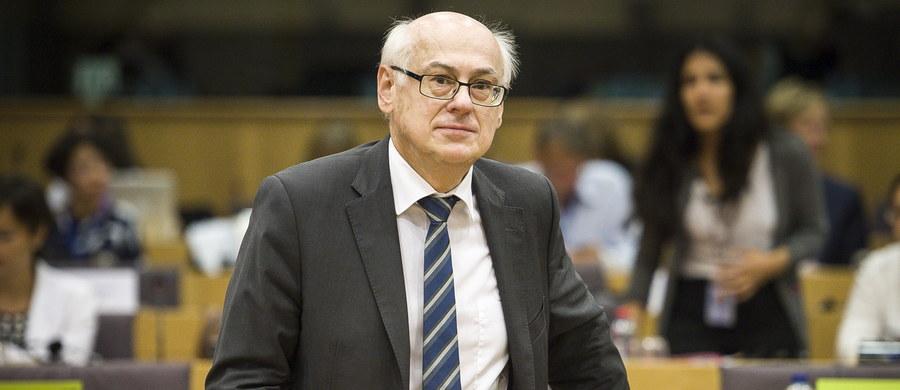 """Relacje z Unią Europejską i sytuacja w Polsce, w tym rola opozycji, były tematami spotkania europosła Zdzisława Krasnodębskiego w Nowym Jorku z Polonią. """"W ciągu 10 lat nasza suwerenność została ograniczona"""" – mówił Krasnodębski w polskim konsulacie. """"Gdyby nam odpadł problem z Unią Europejską, mielibyśmy 80 proc. mniej zmartwień"""" – ocenił."""
