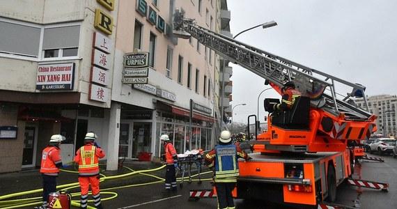 """W pożarze domu mieszkalnego w Saarbruecken w zachodnich Niemczech zginęły co najmniej 4 osoby, a ponad 20 zostało rannych - podał lokalny dziennik """"Saarbruecken Zeitung"""". Przyczyna pożaru jest na razie nieznana."""