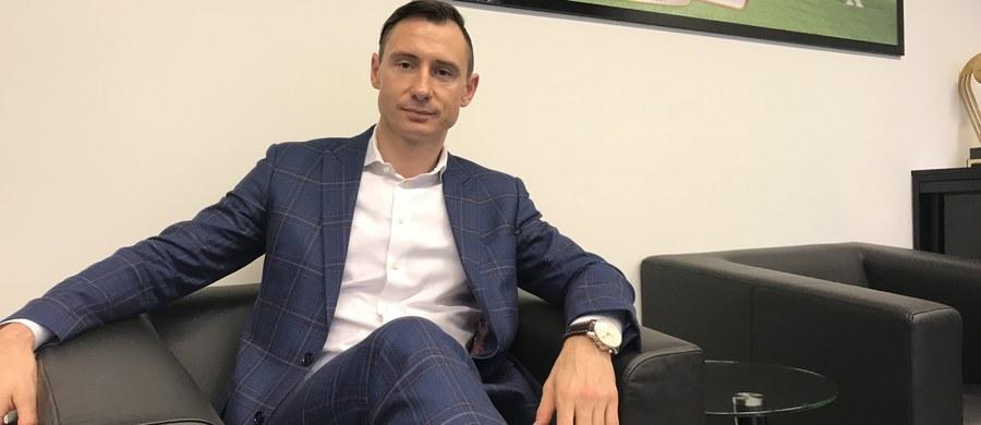 """""""Teraz pracujemy nad tym, by zakontraktować rywali na mecze towarzyskie w marcu i czerwcu. W wiosennym terminie chcemy zagrać z przeciwnikami z Azji i Afryki. Chcielibyśmy także, aby w marcu kadra zagrała na Stadionie Śląskim"""" – mówi w rozmowie z RMF FM sekretarz generalny PZPN Maciej Sawicki. """" Na pewno wykorzystamy doświadczenia z przygotowań do Euro2016. Przed mundialem będziemy przygotowywać się w Polsce jak dwa lata temu. Najpierw nad Bałtykiem a potem w Bieszczadach"""" – informuje Sawicki."""