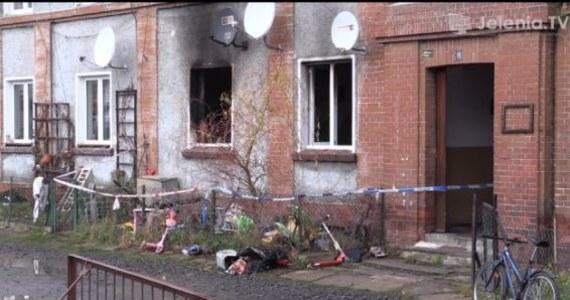Jeleniogórska prokuratura wszczęła śledztwo ws. pożaru mieszkania w Piechowicach, w którym w nocy z soboty na niedzielę zginęło troje dzieci. Do tej pory przesłuchano m.in. matkę dzieci oraz ich dziadka.