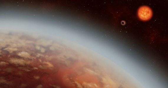 Najnowsze wyniki analizy danych zebranych z pomocą aparatury Europejskiego Obserwatorium Południowego (ESO) pozwoliły odkryć dwie kolejne planety, które możemy uważać za powiększone wersje Ziemi. Naukowcy z University of Texas i Université de Montreal opisują je w roboczej wersji publikacji, umieszczonej na portalu arxiv.org. Obie planety są skaliste, nieco większe od Ziemi i krążą wokół czerwonego karła K2-18, odległego od nas o 111 lat świetlnych i widocznego w gwiazdozbiorze Lwa.