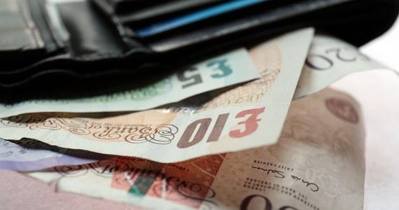 Ministrowie finansów państw UE przyjęli czarną listę rajów podatkowych, obejmującą 17 jurysdykcji, które nie współpracują z UE w sprawach podatkowych. W wykazie znalazła się m.in. Panama, Zjednoczone Emiraty Arabskie i Tunezja.