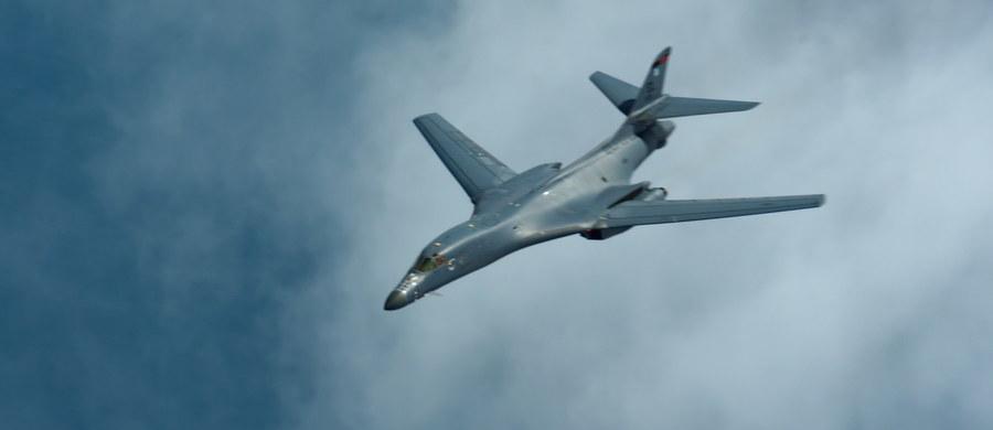 Amerykański bombowiec strategiczny dalekiego zasięgu B-1B przeleciał w środę nad Półwyspem Koreańskim w ramach zakrojonych na szeroką skalę manewrów sił powietrznych USA i Korei Płd. - podała południowokoreańska agencja Yonhap, powołując się na wojsko Korei Płd.