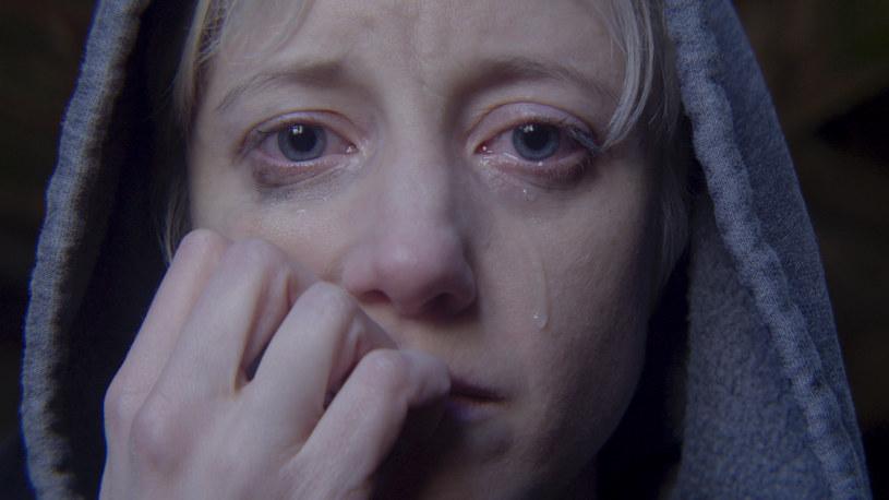 """Po zebraniu świetnych recenzji oraz dwóch nagród Emmy w 2017 roku za """"San Junipero"""" (w kategorii najlepszy film telewizyjny oraz najlepszy scenariusz) Charlie Brooker powraca z sześcioma nowymi odcinkami """"Czarnego lustra"""" (""""Black Mirror""""). Seria dostępna jest od 29 grudnia 2017 roku na platformie Netflix."""