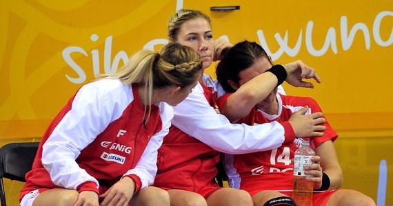 Polki przegrały w Bietigheim-Bissingen z Węgierkami 28:31 (11:13) w swoim czwartym, przedostatnim meczu grupy B mistrzostw świata piłkarek ręcznych, które odbywają się w Niemczech. Biało-czerwone straciły w ten sposób szanse na awans do 1/8 finału.