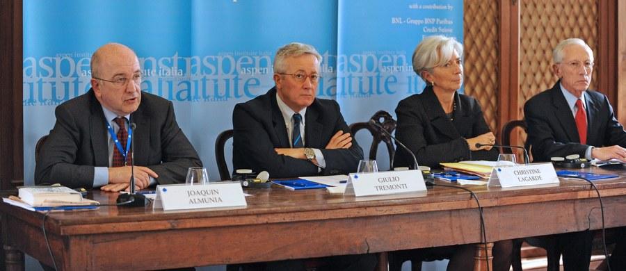 """Komisja Wenecka w przyjętej opinii na temat ustawy o ustroju sądów powszechnych i prezydenckich projektów ustaw o Krajowej Radzie Sądownictwa i Sądzie Najwyższym oceniła, że stanowią one """"poważne zagrożenie"""" dla sądownictwa. Obrady ws. Polski trwały dwie godziny. W przyjętej w piątek opinii na temat ustawy i dwóch projektów ustaw Komisja Wenecja oświadczyła, że """"wystawiają one na poważne ryzyko"""" niezależność """"wszystkich stron"""" polskiego sądownictwa."""