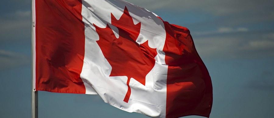 """Kanada podśmiewa się z nowej inicjatywy frankofońskich purystów w Quebecu. Parlament tej prowincji przyjął bowiem jednomyślnie wniosek, aby do klientów zwracano się nie zwyczajowym francusko-angielskim """"bonjour-hi"""", a tylko """"bonjour""""."""