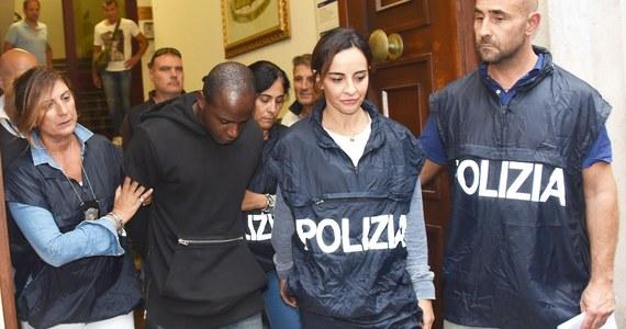Osiem zarzutów znalazło się w akcie oskarżenia wobec nieletnich sprawców napaści na dwoje Polaków w Rimini - podały media. Dwaj bracia Marokańczycy w wieku 15 i 17 lat oraz 16-letni Nigeryjczyk staną przed trybunałem dla nieletnich w Bolonii 28 marca.