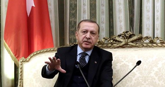 """Prezydent Turcji Recep Tayyip Erdogan oświadczył, że decyzja USA o uznaniu Jerozolimy za stolicę Izraela nie ma dla jego kraju żadnego znaczenia. Według Erdogana Izrael jest """"państwem okupacyjnym"""", """"państwem terroru""""."""