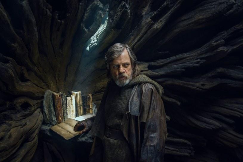 """14 grudnia w polskich kinach zadebiutuje kolejna część """"Gwiezdnych wojen"""", serii, która zarobiła dotąd w kinach 7,5 miliarda dolarów. Czy wyreżyserowany przez Riana Johnsona """"Ostatni Jedi"""" osiągnie podobny sukces jak siedem poprzednich odsłon sagi?"""
