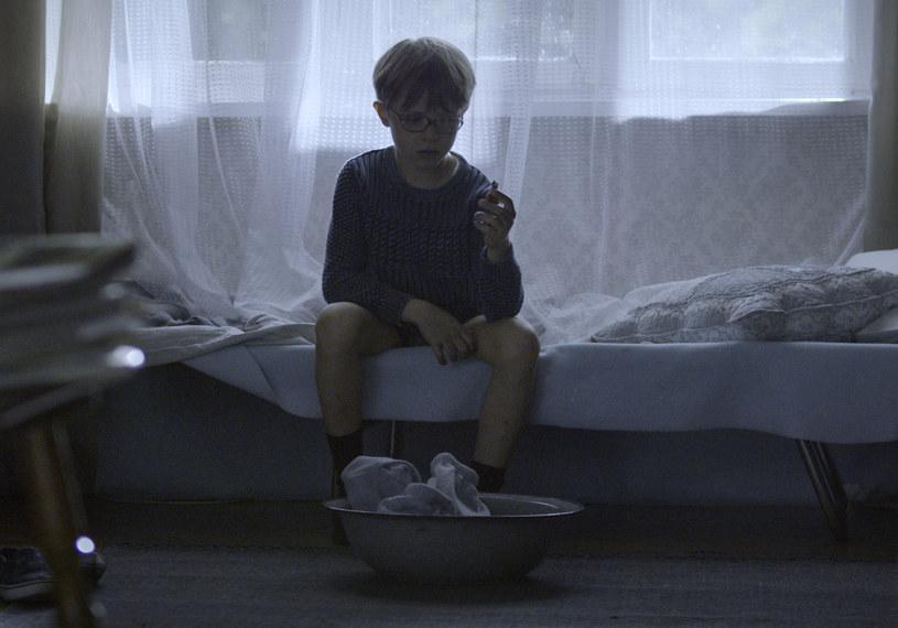 """Już 19 stycznia do kin wejdzie film Roberta Wichrowskiego """"Syn Królowej Śniegu"""". Inspiracją dla powstania scenariusza były prawdziwe wydarzenia - zbrodnia, która wstrząsnęła całą Polską z 2001 r., kiedy to dwudziestoletnia matka zleciła zabójstwo swojego 4-letniego syna swojemu kochankowi i jego koledze."""