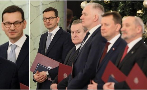 """""""Premier Mateusz Morawiecki musi mieć czas, aby o pewnych kluczowych kwestiach, na które wpływ ma również prezydent - w tym o polityce zagranicznej i MON - porozmawiać z prezydentem. Najprawdopodobniej w przyszłym roku premier zaproponuje rekonstrukcję"""" - ogłosiła rzeczniczka PiS Beata Mazurek po zaprzysiężeniu rządu Mateusza Morawieckiego."""
