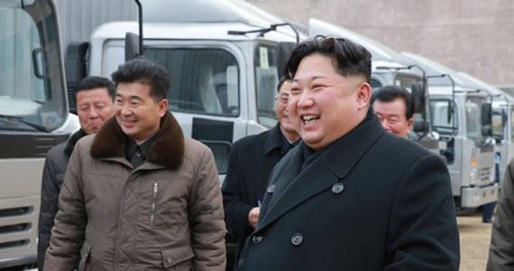 """Przywódca Korei Północnej Kim Dzong Un jest zdecydowany ucznić swój kraj """"najsilniejszą potęgą nuklearną na świecie"""" - podała w środę rano czasu lokalnego oficjalna północnokoreańska agencja prasowa KCNA."""