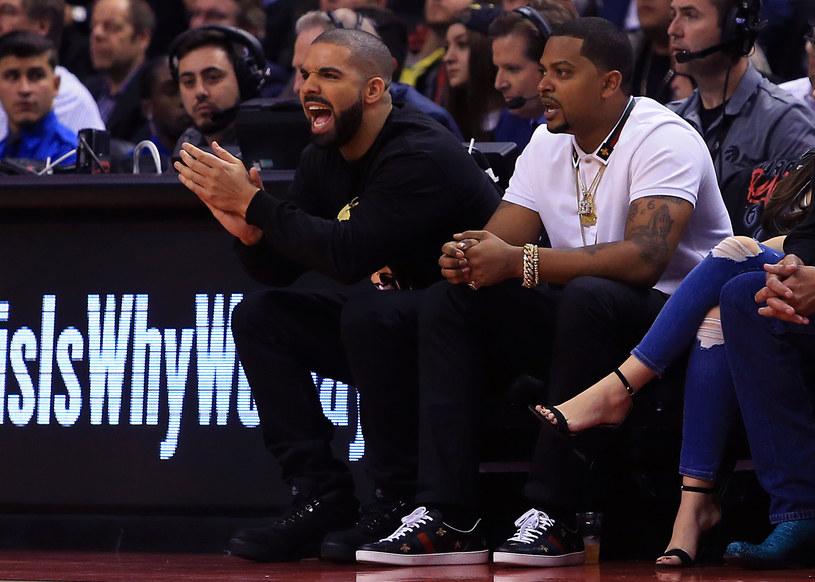 Wystarczyła jedna niespodziewana reakcja, aby Drake znów stał się obiektem żartów. Tym razem sieć podbił moment, gdy oglądał mecz koszykówki.