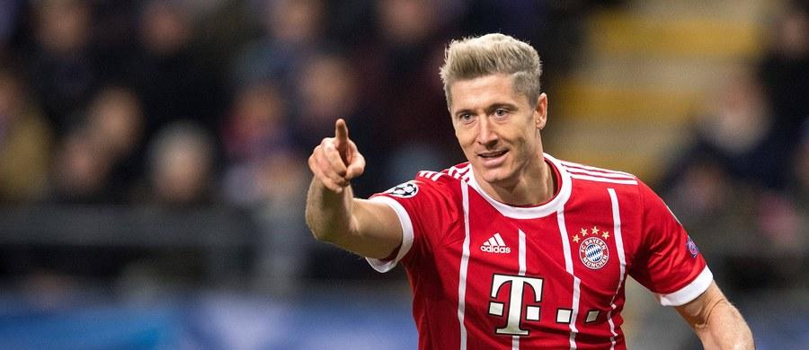 Robert Lewandowski walczy ciągle o bycie najlepszym strzelcem 2017 roku. Napastnik Bayernu Monachium strzelił w tym roku kalendarzowym już 52 bramki. Lepszy jest tylko Leo Messi, ale rywalizacja najlepszych napastników o kolejne trafienia zapowiada się pasjonująco.