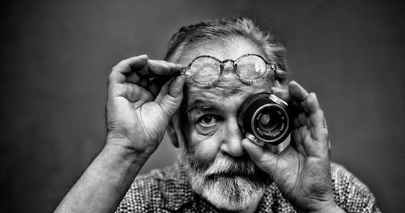"""Nie żyje Jan """"Yach"""" Paszkiewicz, reżyser i twórca Festiwalu Polskich Wideoklipów Yach Film oraz członek Akademii Fonograficznej ZPAV. Paszkiewicz nakręcił ponad 400 teledysków, nazywany był ojcem polskiego teledysku. Artysta miał 59 lat."""