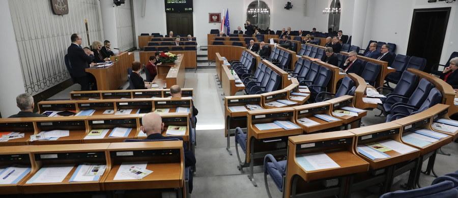 W środę po godz. 20 Senat rozpoczął omawianie nowej ustawy o Sądzie Najwyższym. Jest to drugi punkt rozpoczętego we wtorek posiedzenia Senatu. Wcześniej przez kilkanaście godzin senatorowie debatowali nad nowelizacją ustawy o Krajowej Radzie Sądownictwa.