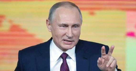 """Prezydent Rosji Władimir Putin oświadczył, że wszystko, co działo się na pokładzie polskiego samolotu rządowego Tu-154M, zostało zbadane i zauważył, że samolot leciał z Warszawy, a nie z Moskwy. """"Szukajcie w takim razie u siebie"""" - dodał prezydent Rosji podczas dorocznej konferencji."""
