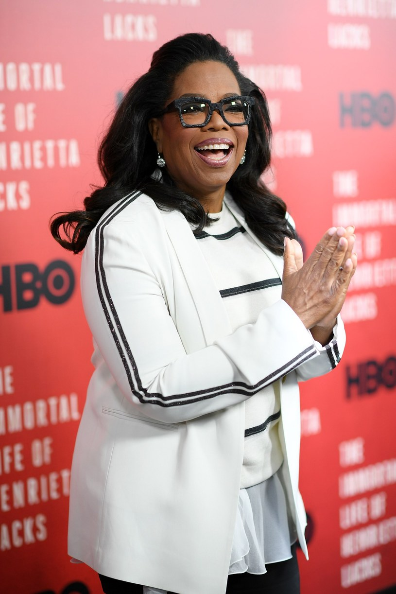 Oprah Winfrey zostanie wyróżniona nagrodą imienia Cecila B. DeMille'a - ogłosiło właśnie Hollywoodzkie Stowarzyszenie Prasy Zagranicznej, które przyznaje Złote Globy. Prezenterka, aktorka, producentka, bizneswoman i miliarderka odbierze statuetkę na gali 7 stycznia.