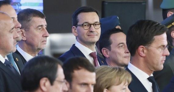 Premier Mateusz Morawiecki opuścił szczyt Unii Europejskiej przed jego zakończeniem. Jak informowała wcześniej brukselska korespondentka RMF FM Katarzyna Szymańska-Borginon, w kuluarach mówiło się o tym, że w Sejmie jest opłatek posłów PiS, na który Morawiecki chciał zdążyć. Szef polskiego rządu w drodze do Polski wytłumaczył jednak, że jego powrót podyktowany jest spotkaniami w kancelarii premiera oraz kilkoma pilnymi i tajnymi dokumentami, które na niego czekają.
