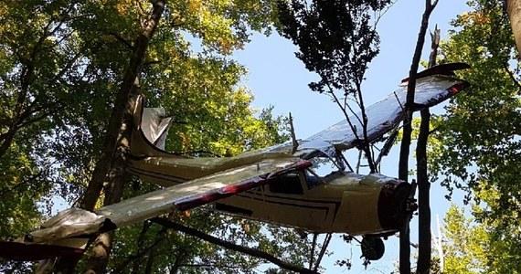Śledczy zidentyfikowali jednego z właścicieli niewielkiego samolotu, który trzy miesiące temu w tajemniczych okolicznościach rozbił się w Bieszczadach nieopodal Ustrzyk Dolnych. Jak dowiedział się reporter RMF FM Krzysztof Zasada, to obywatel Łotwy, który w 2004 roku kupił maszynę z Polski.