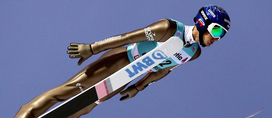 Dawid Kubacki zajął w szwajcarskim Engelbergu czwarte miejsce w kwalifikacjach do sobotniego konkursu Pucharu Świata w skokach narciarskich. W czołowej dziesiątce znalazło się jeszcze dwóch biało-czerwonych. Awansowała cała szóstka podopiecznych Stefana Horngachera.