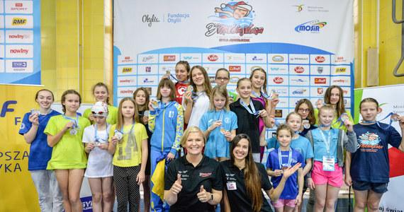 """""""Mam nadzieję, że nasza impreza na koniec roku jest taką wisienką na torcie"""" - mówiła Otylia Jędrzejczak, której fundacja zorganizowała w Dębicy III Mikołajkową Olimpiadę Pływacką. W zawodach udział bierze blisko 800 dzieci z całej Polski oraz z Ukrainy."""