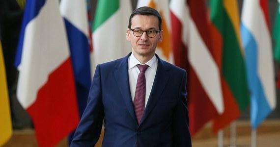 Na pewno nie będziemy działać pod pistoletem, jesteśmy krajem, który ma prawo się reformować - powiedział w sobotę premier Mateusz Morawiecki, pytany o możliwość uruchomienia wobec Polski art.7 unijnego traktatu.