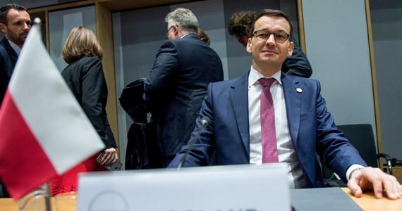 W Sejmie świąteczna przerwa, ale to wcale nie znaczy, że w najbliższych dniach zabraknie politycznych emocji. Pracować będą znowu senatorowie, zajmując się między innymi zmianami w ordynacji wyborczej. Poza tym będziemy spoglądać na Brukselę, bo tam unijni komisarze będą uważnie patrzeć na Polskę.