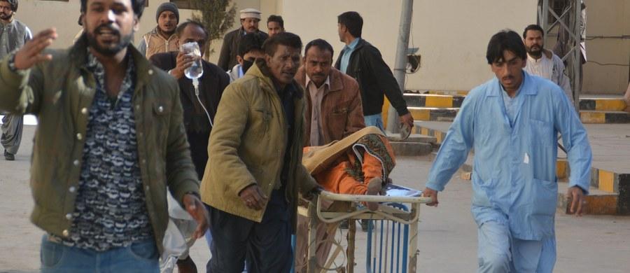 Co najmniej dziewięć osób zginęło, a 30 zostało rannych, gdy uzbrojeni napastnicy zaatakowali kościół metodystyczny w Kwecie, na zachodzie Pakistanu, detonując bombę i strzelając do wiernych. Wśród ofiar śmiertelnych jest dwóch napastników.