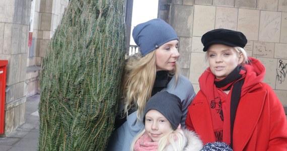 Nasz świąteczny konwój dotarł do Warszawy. Pachnące świętami choinki rozdaliśmy warszawiakom na al. Jerozolimskich, przy dworcu Warszawa Śródmieście.