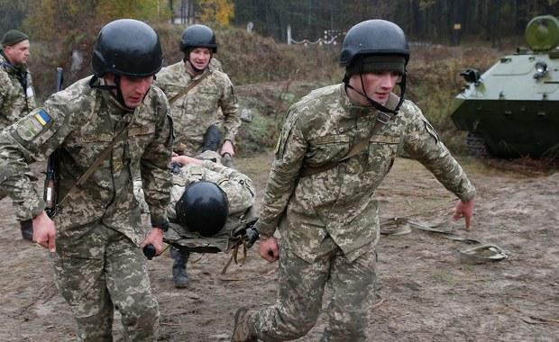 Co najmniej osiem osób cywilnych zostało rannych w wyniku ostrzału wsi Nowołuhanskie w Donbasie na wschodzie Ukrainy, zaatakowanej w poniedziałek przez prorosyjskich separatystów z wyrzutni rakietowych Grad - poinformowały władze w Kijowie.