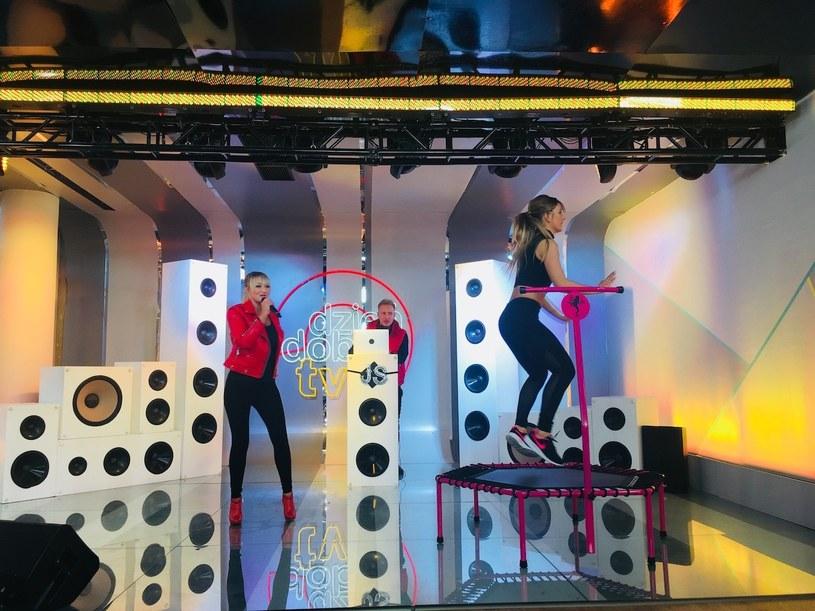 """To może być hit sieci - skacząca na trampolinie laureatka """"Projekt Lady"""" Patrycja Wieja do występu Justyny Sawickiej, finalistki dziewiątej edycji """"Must Be The Music""""."""