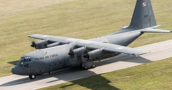 30 godzin później niż planowano wystartował wojskowy samolot przewożący urzędników Kancelarii Prezydenta i funkcjonariuszy BOR szykujących zagraniczną wizytę Andrzeja Dudy.Wojskowy Hercules miał wystartować wczoraj. Od tego czasu lot kilka razy przesuwano.