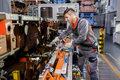 Pracownicy Audi testują pierwsze egzoszkielety